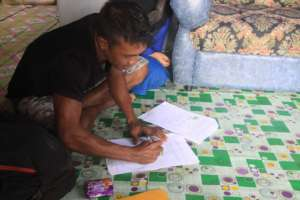 Herwandi signing the agreement to join the program