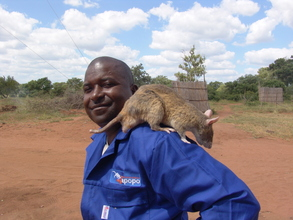 Handler Usseni Ussi, with rat Garvey