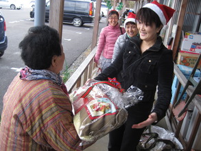 Volunteers handing out Christmas pillows