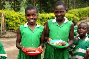 Kutamba Girls eat Lunch