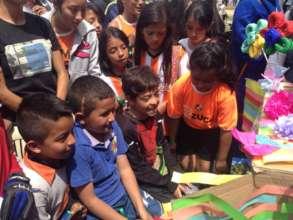 Children recording for the Cazucapsula!