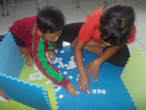 Find a word through scrabble games in English Kids