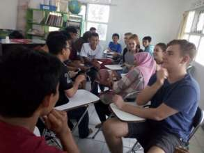 Practising English with Edutourism participants