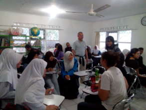 English class: Practising with foreigner