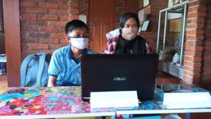 Sharing computer due to lack of online devices