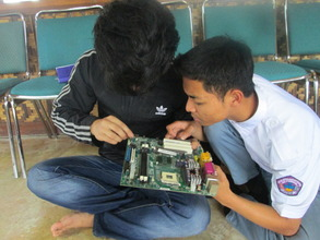 The students learned how to repair the computer
